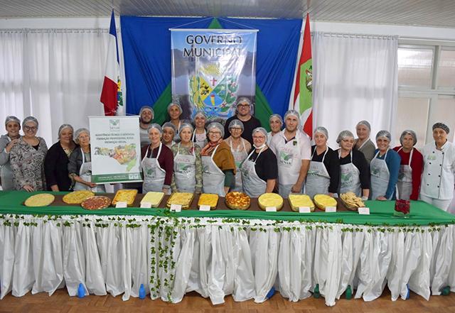 Agricultores participam de curso de produção de massas caseiras