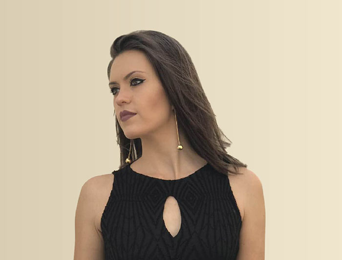 Fernanda de Lima traz estilo alternativo ao Música na Praça deste sábado