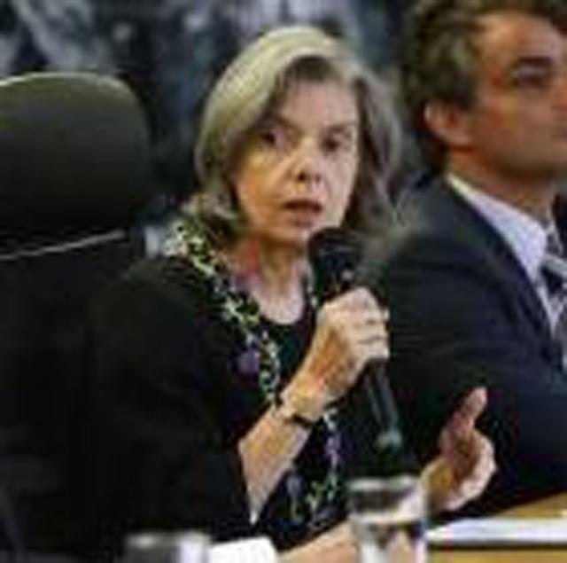 """Sociedade brasileira é """"patrimonialista"""" e """"machista"""", afirma Cármen Lúcia"""