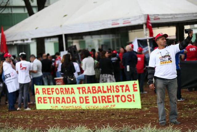 Centrais sindicais fazem protestos contra a reforma trabalhista