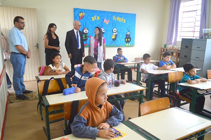 Secretário da Educação visita escolas com baixo desempenho no IDEB