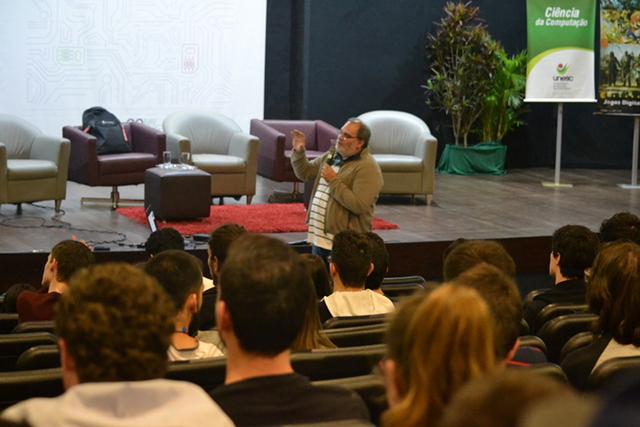 Segundo dia de Sulcomp aborda a Realidade Virtual e os Sistemas Imersivos