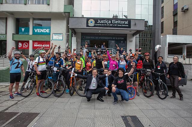Justiça Eleitoral realiza projeto com ciclistas e corredores voluntários no primeiro turno das Eleições 2018