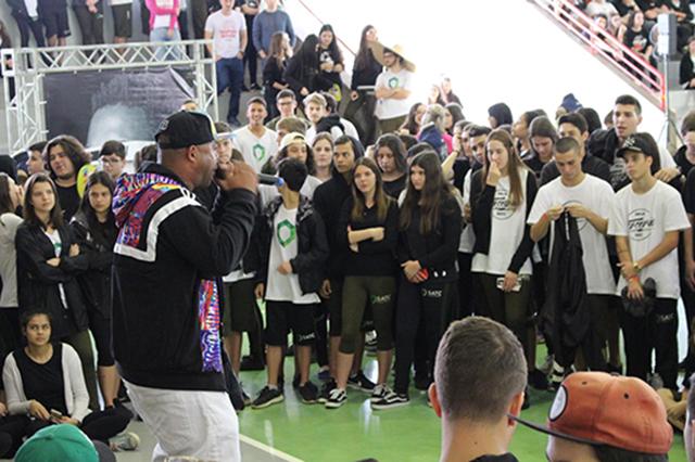Cultura Hip Hop traz colorido à manhã da Satc