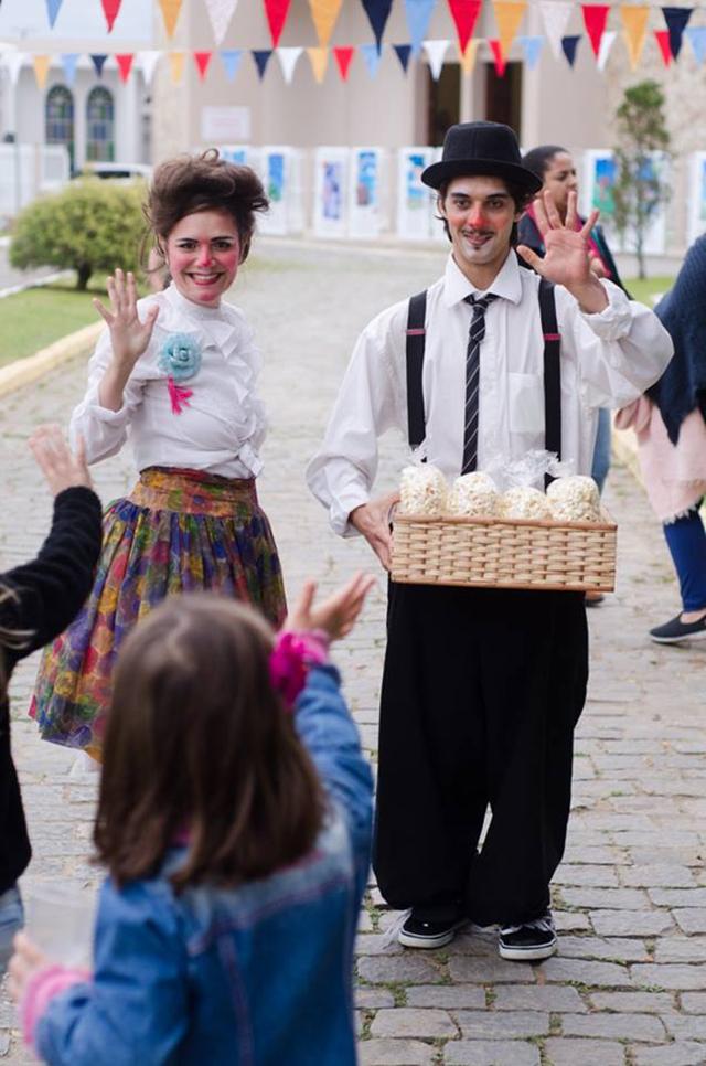 De 3 a 25 de novembro, a Cia Circo-íris apresenta o espetáculo Pequeno Circo de Variedades em Nova Trento, São João Batista, Canelinha e Tijucas