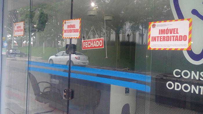 Prédio é interditado devido a fissuras no centro de Içara