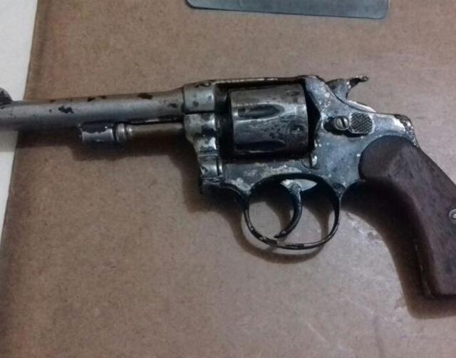 PM apreende adolescentes por posse ilegal de arma de fogo