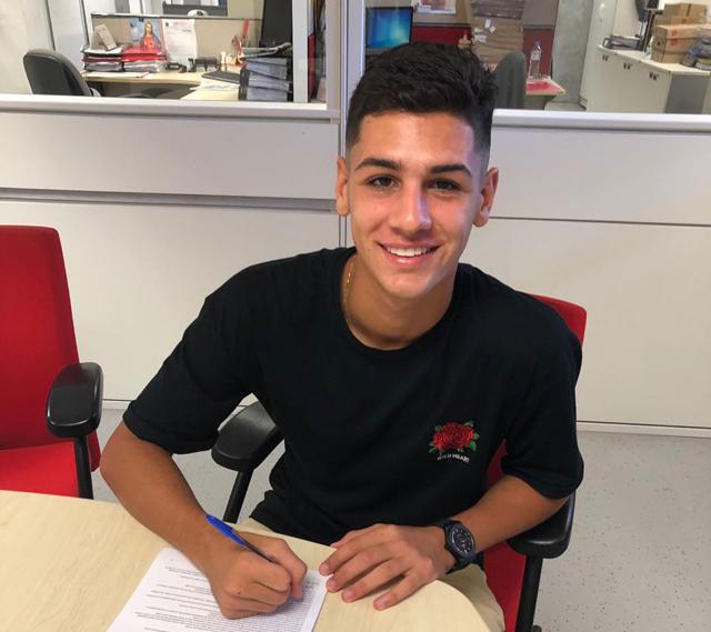 Jovem atacante de Criciúma assina contrato profissional com o Inter de POA