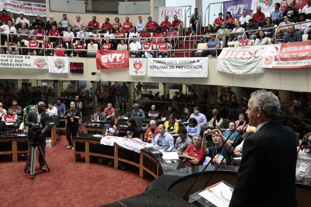 Participantes de audiência rechaçam reformas da previdência