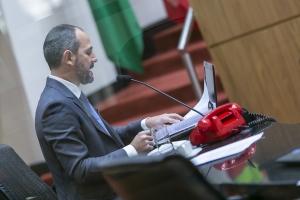 Pedido de impeachment do governador e da vice é lido em plenário da ALESC