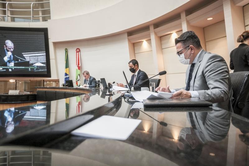 Por unanimidade comissão autoriza abertura do processo de impeachment