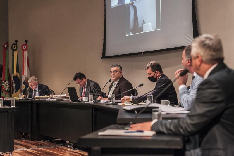 CPI dos Respiradores pede afastamento do controlador-geral do Estado