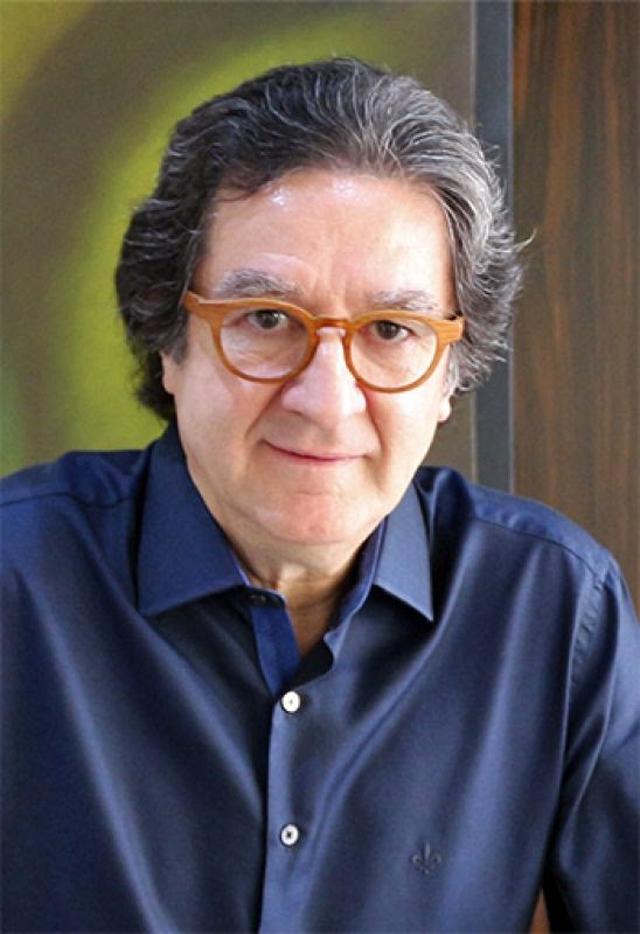 Democracia em risco na visão do jornalista Ricardo Viveiros