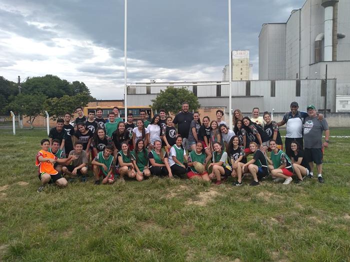 Alunos de Içara vivenciam prática do rugby em Criciúma