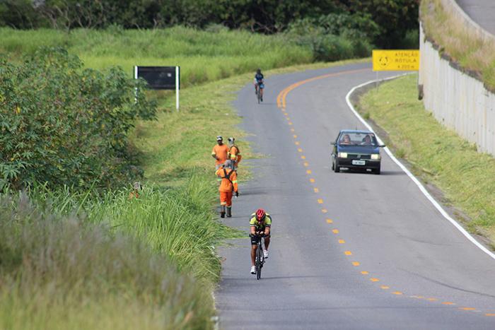 BR-101 tem roçadas sobre pistas entre Maracajá e Araranguá