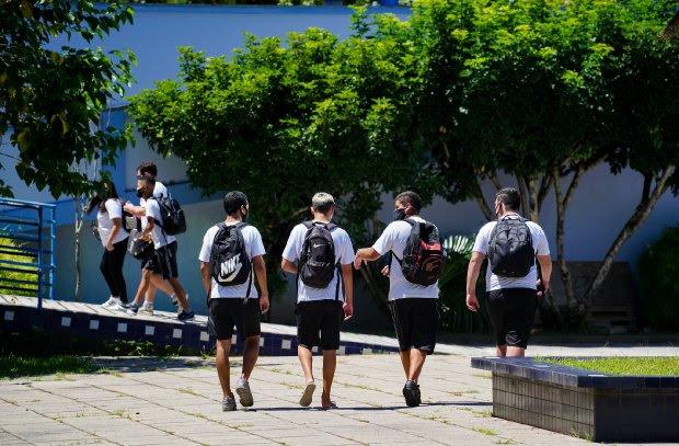 Governador lança Programa Bolsa Estudante para combater a evasão escolar
