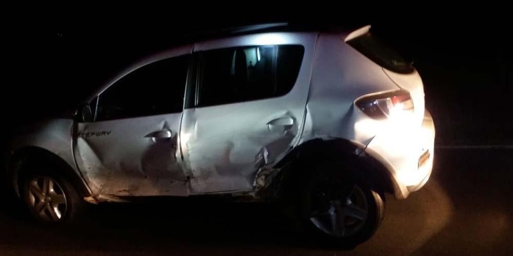 Duas pessoas ficam feridas ao se envolverem em colisão na BR-101