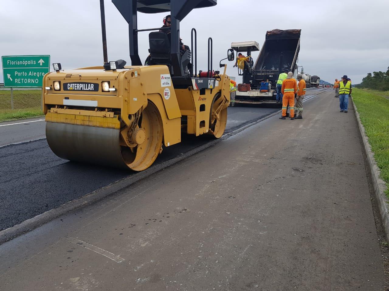BR-101 tem trabalhos de melhorias no pavimento, em Maracajá