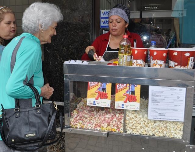 Ofertas, música e descontração marcaram o terceiro Bazar Open Shopping Pedro Benedet