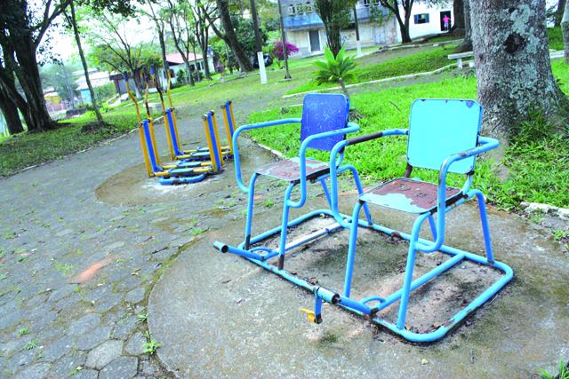Academia na Praça Oprendino Borges está sem manutenção