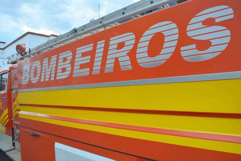 Estufa de fumo é destruída por incêndio no Bairro Terceira Linha