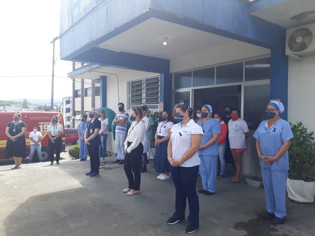 Reflexão de um minuto de silêncio dos profissionais de saúde em Urussanga.