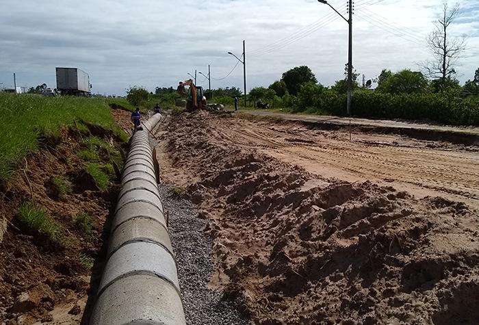 DNIT/SC finaliza drenagem e prepara continuidade em via lateral na BR-101 Sul