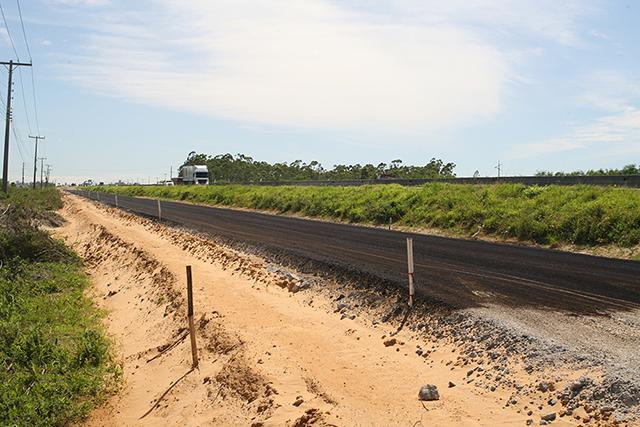 DNIT/SC inicia primagem de base para nova via lateral da BR-101 Sul, em Laguna