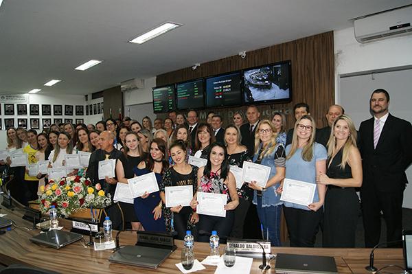Professores são homenageados pelo Poder Legislativo