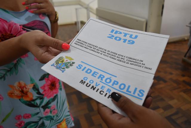 Governo de Siderópolis começa a entregar carnês de IPTU
