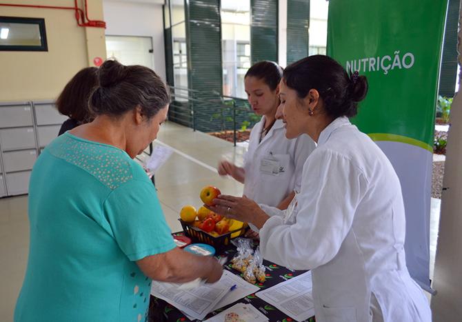 Ação leva informações sobre saúde para pacientes das Clínicas Integradas da Unesc