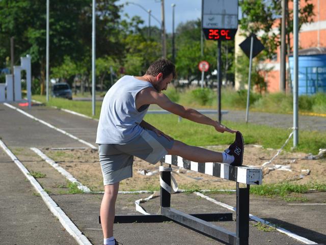 Exercícios físicos no verão pedem cuidado redobrado com a saúde