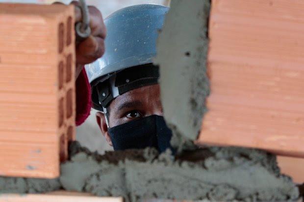 Governador Carlos Moisés sanciona lei que reajusta o salário mínimo regional