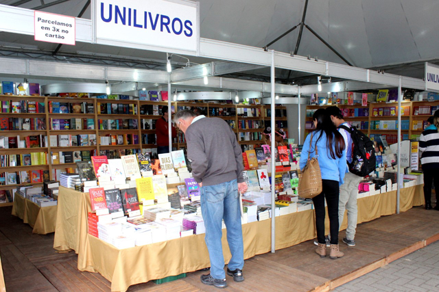 Feira do Livro encerra neste sábado em Criciúma
