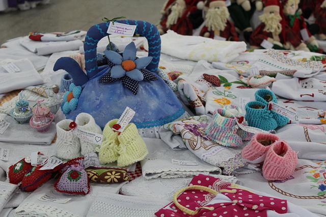 Auras promove exposição dos trabalhos dos grupos e mães e idosos de Urussanga