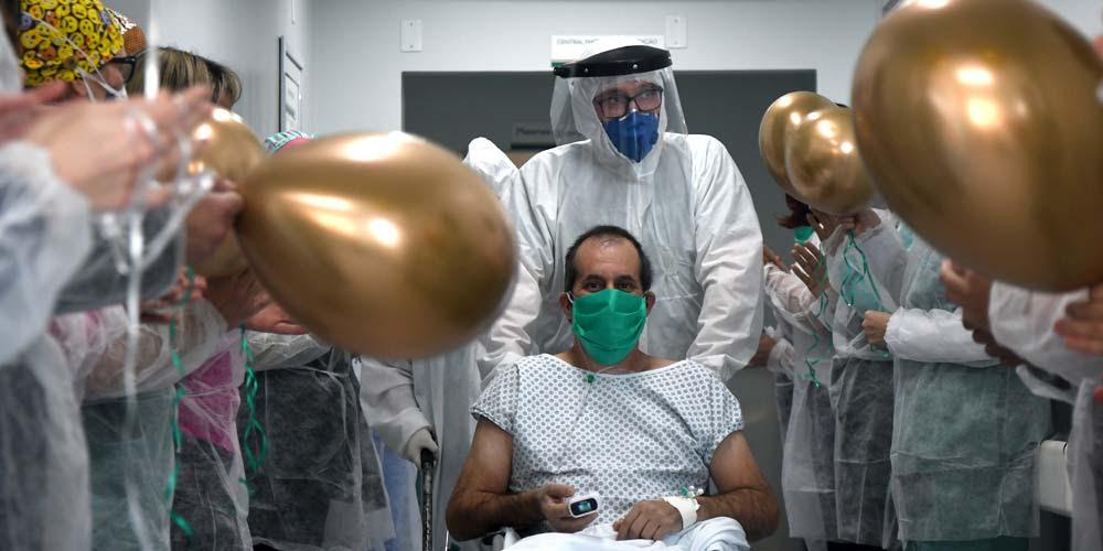 Paciente com covid-19 deixa UTI do Hospital São Donato após 27 dias internado