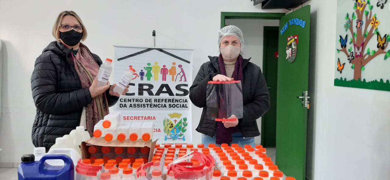 IFSC de Sombrio realiza doações de álcool em gel e máscaras Face Shield