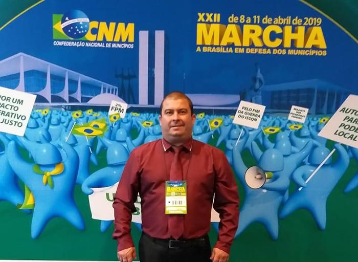Solicitações de obras são entregues durante a XXII Marcha a Brasília