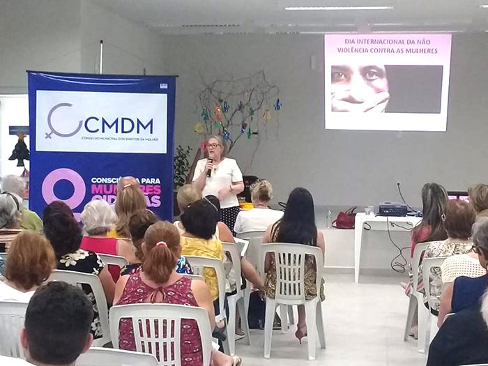 Comissão de combate à violência contra as mulheres realiza palestra