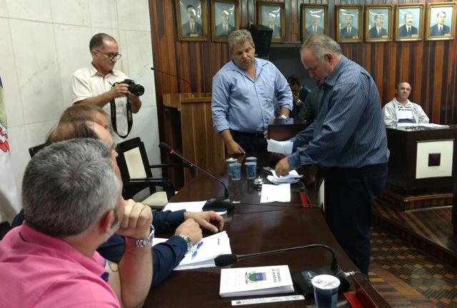 Vereadores de Morro da Fumaça rejeitam veto parcial do prefeito