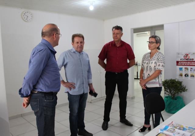 Deputado vistoria local onde será a sede do Creas em Forquilhinha