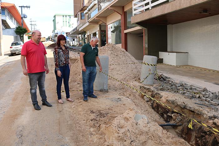 Comissão de Serviços Públicos visita obras no centro de Içara