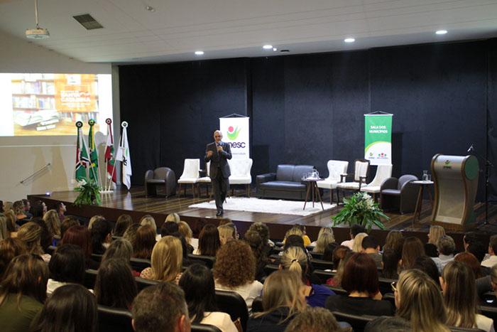 Unesc recebe educadores e lideranças para palestra de Natalino Uggioni