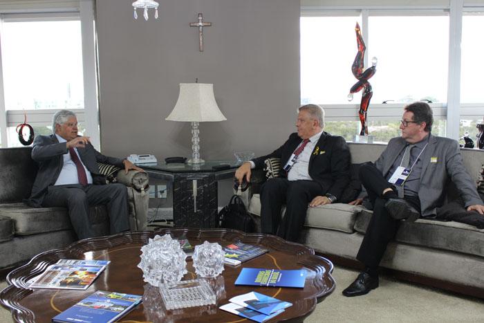 Presidente da CNT recebe lideranças de Santa Catarina