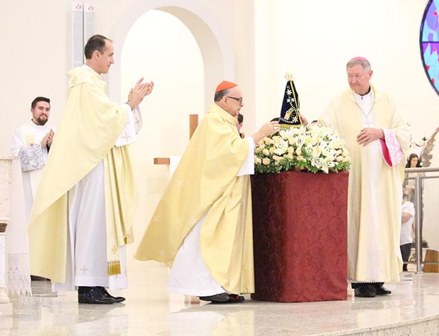 Imagem de Nossa Senhora Aparecida é entronizada no Santuário SCMJ