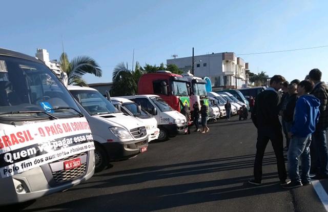 Transportadores escolares ampliam movimento de caminhoneiros
