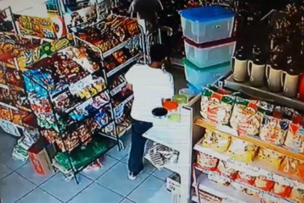Bandidos assaltam mercado no bairro Tereza Cristina