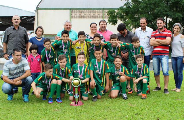 Sub-11 de Maracajá recebe premiação da Copa LUD