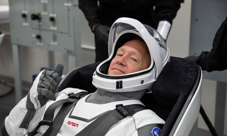 Nasa e SpaceX lançam missão tripulada ao espaço após 10 anos