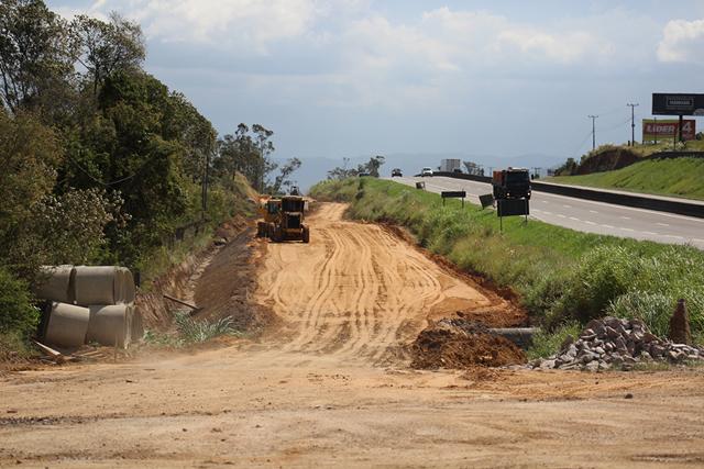 Nova via lindeira tem início na construção da sub-base na BR-101 Sul/SC